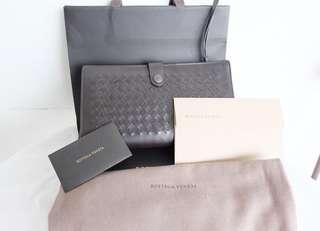 Authentic preloved like new bottega veneta clutch