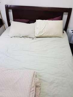 🚚 Queen size Wooden bedframe for sale only $28