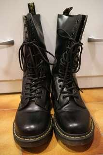 🚚 Dr.Martens 靴子 14孔
