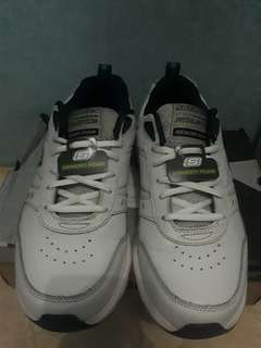 08bbb50556 Sepatu skechers