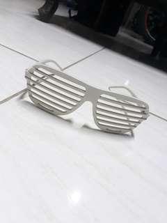 Kacamata garis-garis Putih