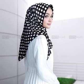 🚚 PO Instant polka triangle hijab