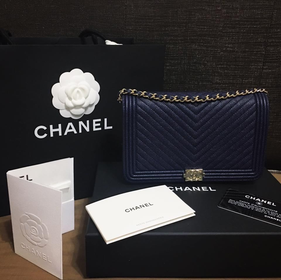 4aee752b3e0922 Chanel Boy chevron Wallet on chain navy caviar, Luxury, Bags & Wallets,  Wallets on Carousell