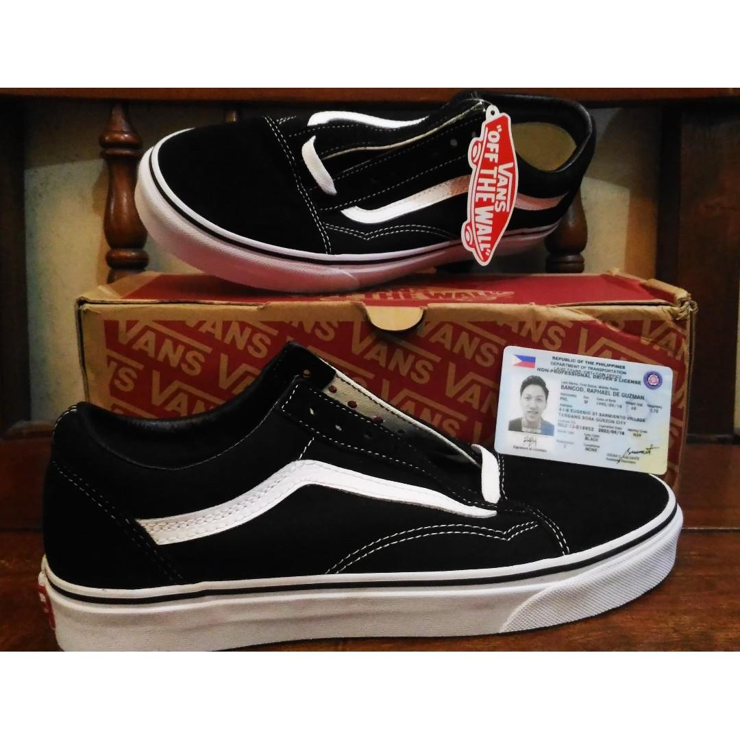 ed793784028ae9 Genuine Vans Old Skool Size 9 (US) Black and White