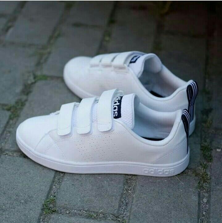desenterrar escarcha Intermedio  SALE Adidas Neo Advantage Clean Velcro, Fesyen Pria, Sepatu , Sneakers di  Carousell