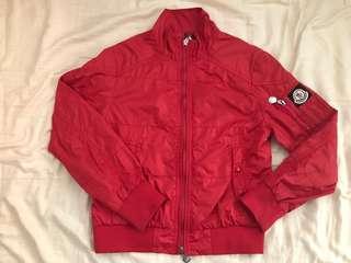 🚚 Moncler 真品 男童 10A10歲 140cm 140公分 風衣外套  二手品 況佳 紅色 機車外套 直購$4900 含運 扣子有掉色 不會介意再下標