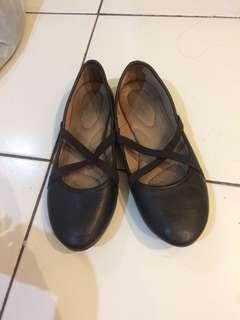 Flat shoes hitam polos