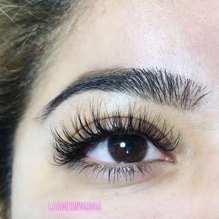 Classic full set eyelash extentions