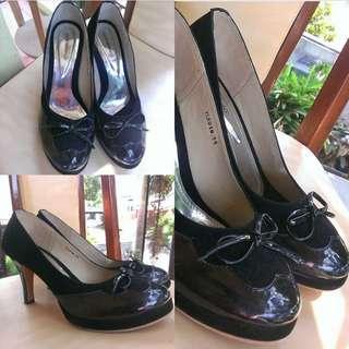 Pump heels hitam