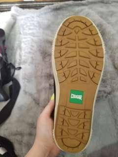 Cougar waterproof rain shoes size 9 women's