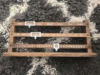Date wooden decor