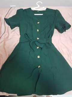 V neck button down (functional) vintage dress in green size M