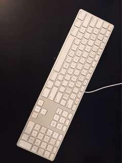 Apple Keyboard with Numpad (2 USB Ports)