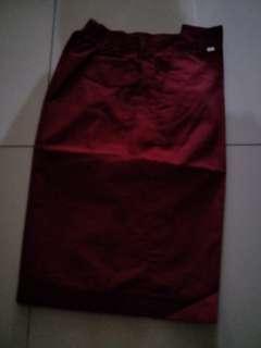 Celana sekolah pendek merah