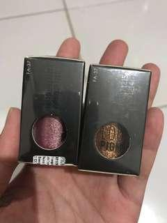 Dapat 2 pcs Focallure Eyeshadow Loose Pigment FA 37
