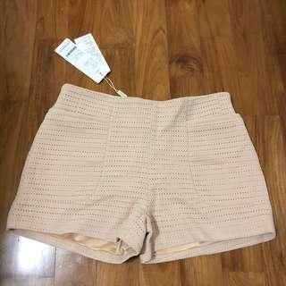🚚 BN nude beige lace eyelet shorts pants with pockets