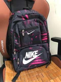 Nike 背包 (大容量多格數)Size 約17x11x5寸