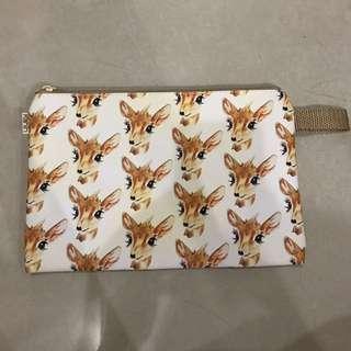 Deer character clutch