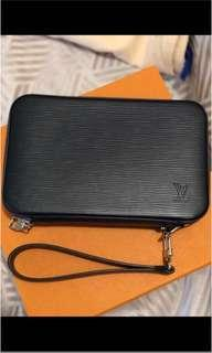 LOUIS VUITTON POUCH/CLUTCH