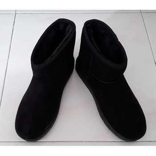Women Winter Boots (Size 39)