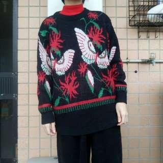 🚚 明日古著二手選物吸花蜜的蛾或蛾與鳳仙花毛衣膨西衫