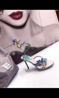 🚚 Flower heels