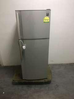 🚚 Very new sharp 203L fridge