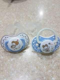 4 pacifiers -2 newborn 2 dynamic for older baby