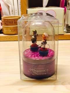 Musical magnetic dancers 連盒