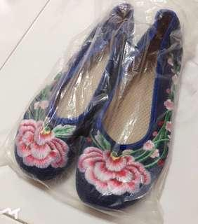 🚚 [BN] Floral Embroidery Traditional Asian Flats Shoes