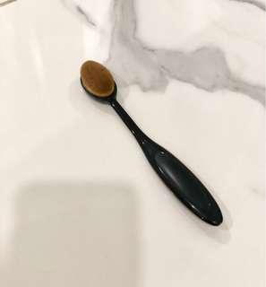 Oval Brush Foundation *SEPERTI BARU*
