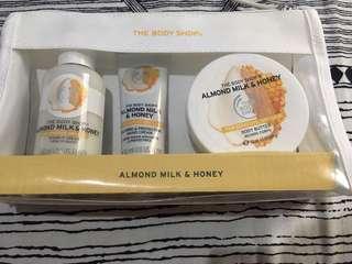 The Body Shop Gift Set - Almond Milk & Honey