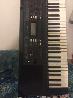 Yamaha keyboard PSR-E343 61 keys 9.75/10
