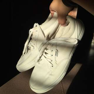 white shoes for kids  7ac98f057fa