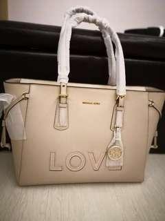 🚚 Michael MICHAEL Kors-Voyager Love Large Tote Bag