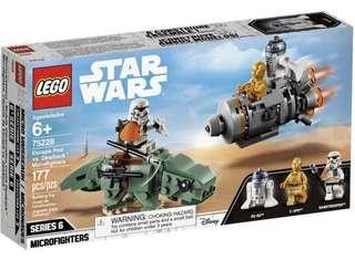 Lego 75228 Escape Pod vs Dewback Microfighters