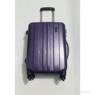 Eminent KE42 Spinner Suitcase