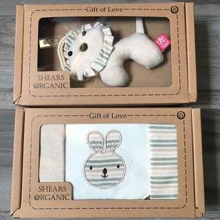 🚚 Shears Organic Bib set and toy