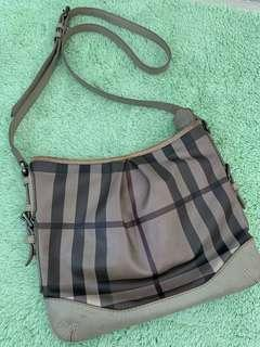Preloved Burberry sling