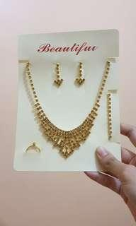 Accessory set: gold necklace / earrings / bracelet / ring