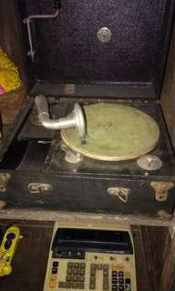 Vintage / Antique Melody portable Gramophone