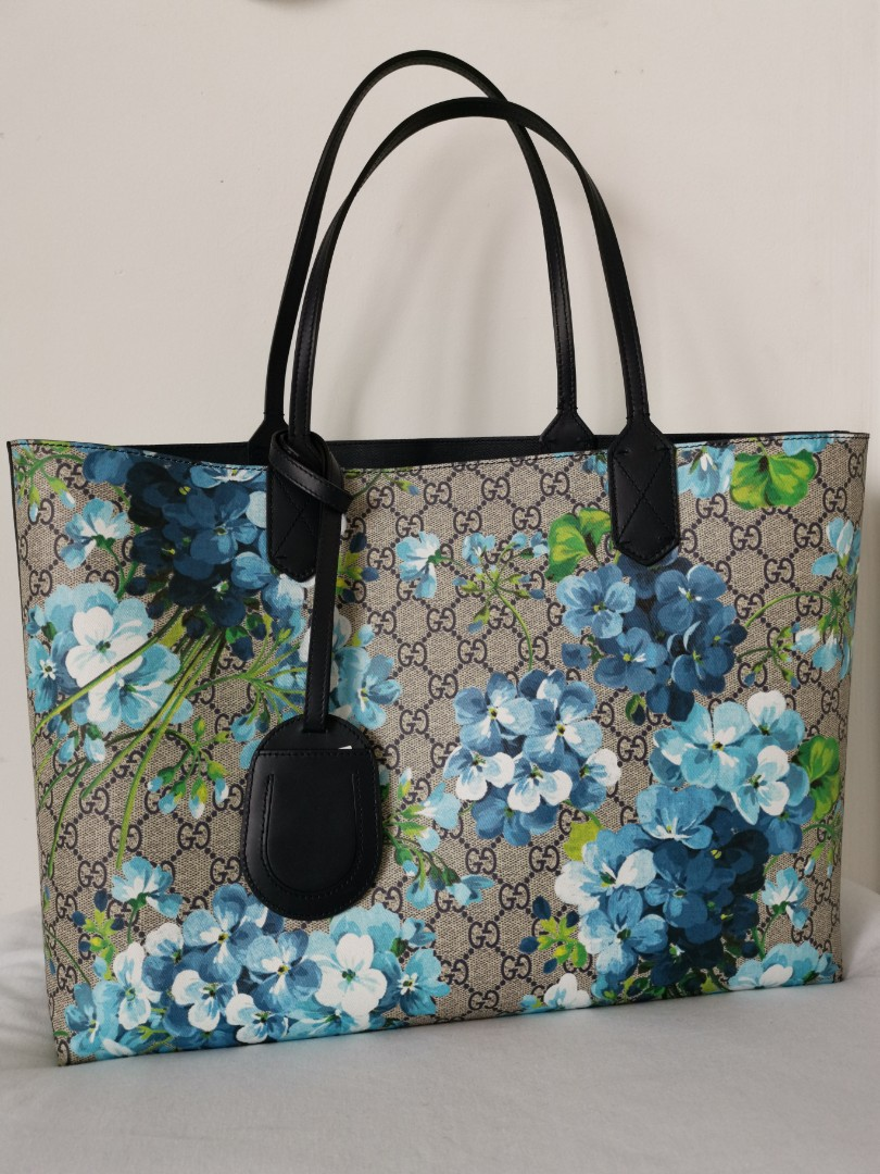 cf31b062e Gucci GG Supreme Blooms Reversible Large Tote, Luxury, Bags ...