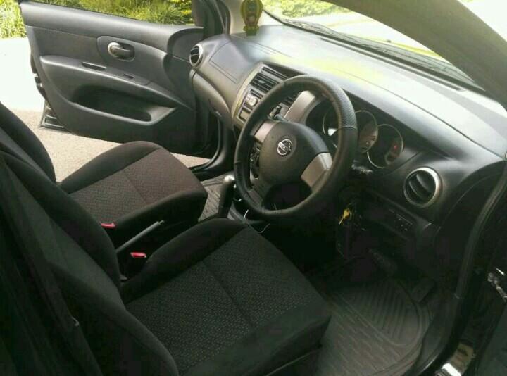 Nissan Grand Livina 1.5 XV 2012/2013 AT Hitam Metalic..
