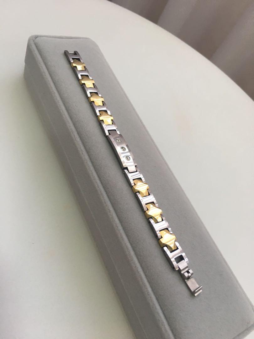 b7678f44530a4 Preloved Way below cost -bracelet in case
