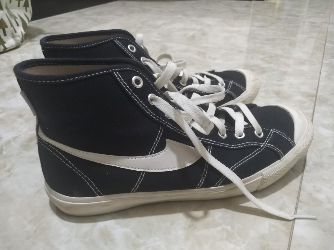Sepatu Compass High