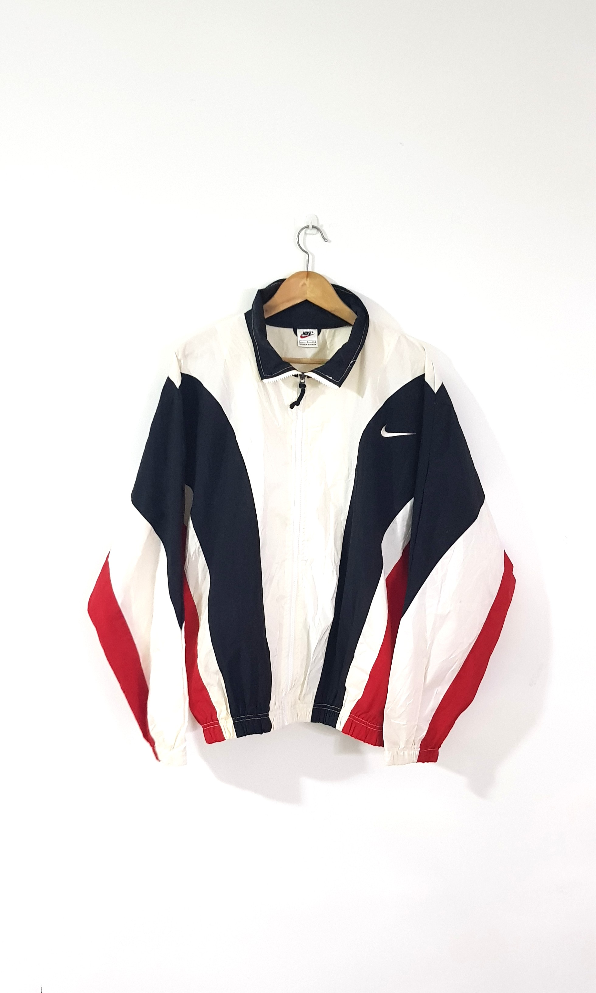 cd59b150 Vintage Nike 90s Colour Block Windbreaker, Men's Fashion, Clothes,  Outerwear on Carousell