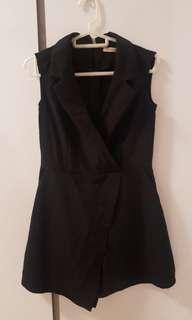 🚚 BN Flattering Black V-neck Romper - Size M