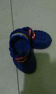 Sepatu sandal karet