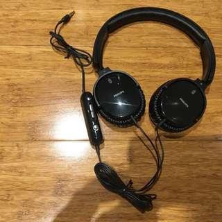 Philips Noise Cancelling over-ear headphones SHN5600