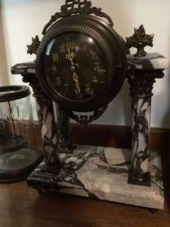🚚 Table marble clock